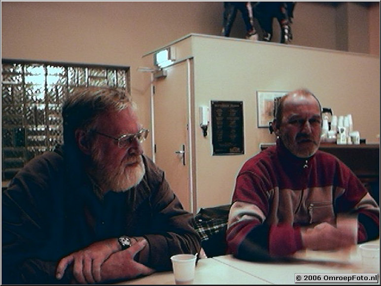 Foto 43-00844. Koffie bij aankomst...Gerrit van der Werf en Kees Mooy