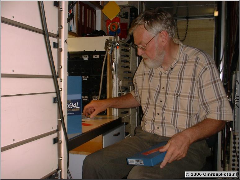 Foto 45-889. Gerrit in zijn werkplaats