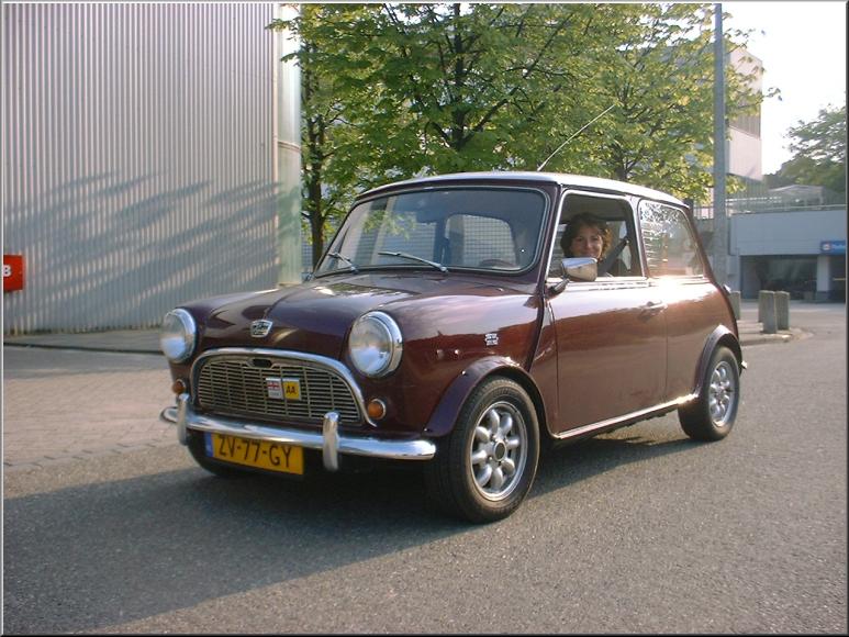 Foto 45-900. Martine heeft weer mooi licht gemaakt en gaat naar Muiderberg in haar prachtige Mini