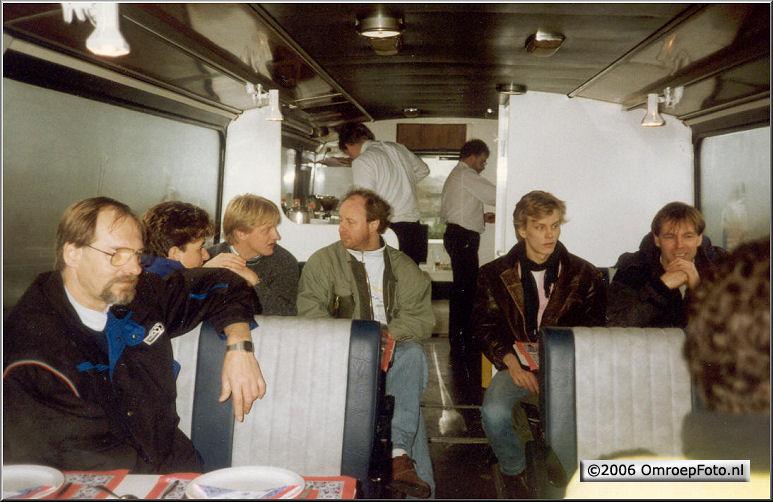 Foto 47-925. Cateringbus bij het Muiderslot '90