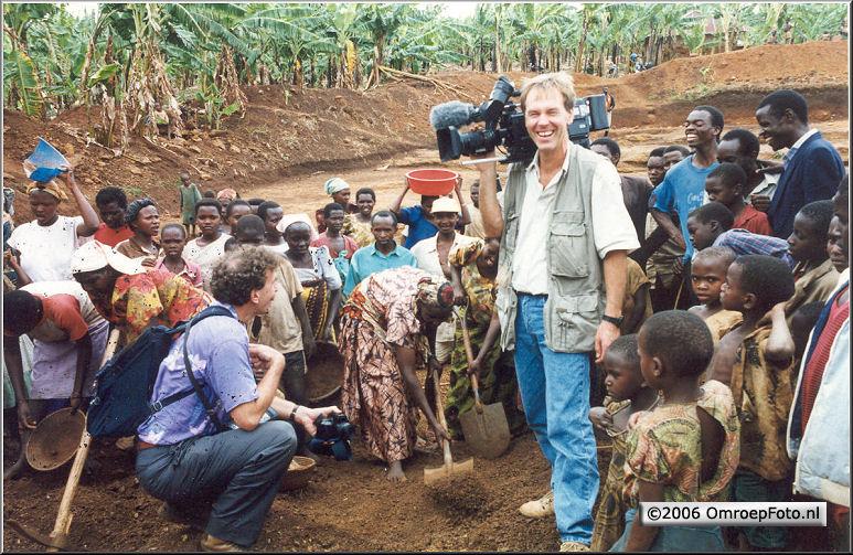 Foto 47-936. Met Kor Al in Oeganda 1994