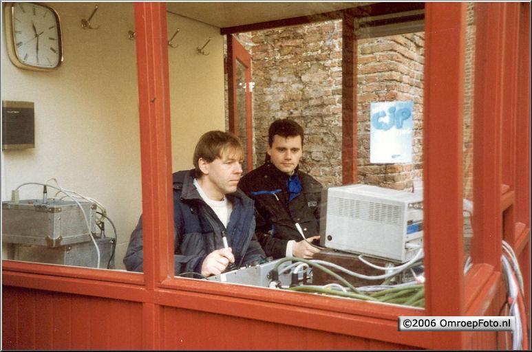 Foto 47-937. Met Paul van Koelen in het MuiderSlot 1990