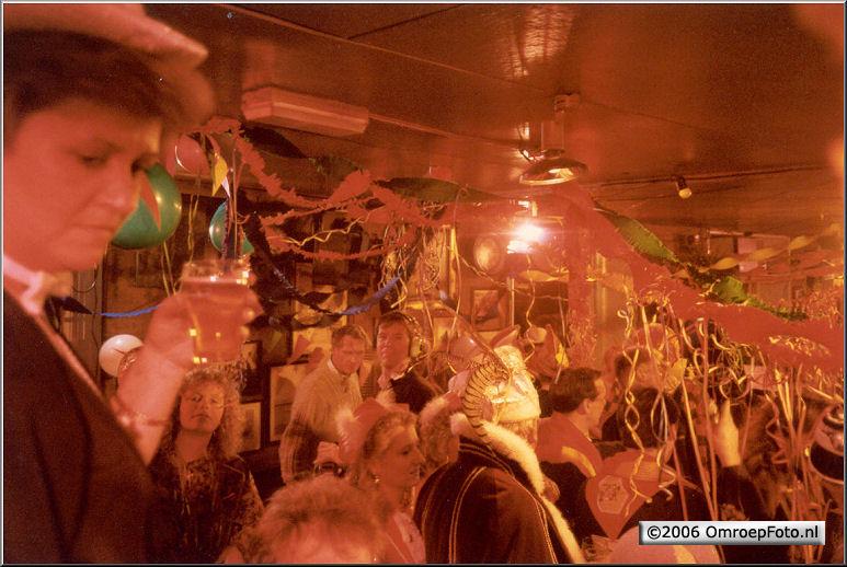 Foto 47-938. Opnames in cafe Ome Ko Muiden 1990