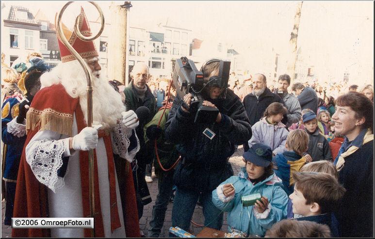 Foto 48-945. Sint in Gorcum 1989 met Fred Hulscher