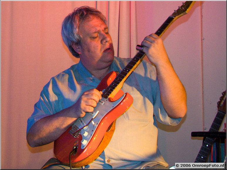 Doos 53 Foto 1052 Cock van Vuuren, gitarist van 'OcoBar'