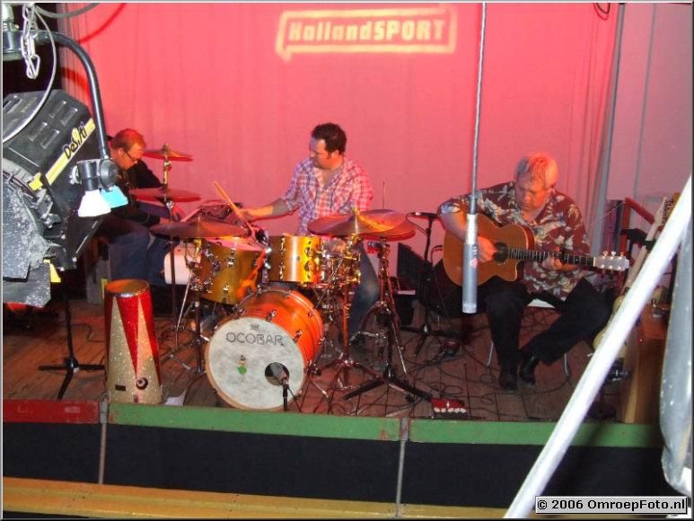 Doos 54 Foto 1069 Voor al uw muzikale avonturen : OcoBar