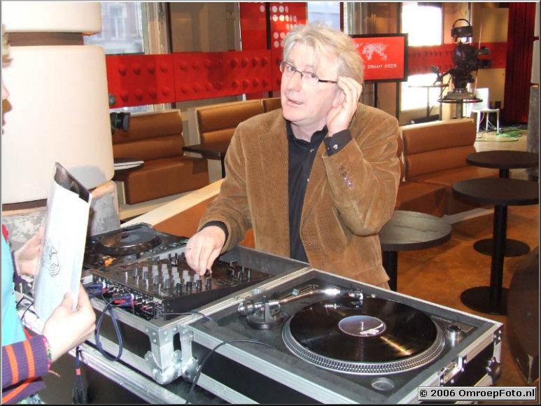 Doos 54 Foto 1072 Tommy Byrne speelt Giel Beelen