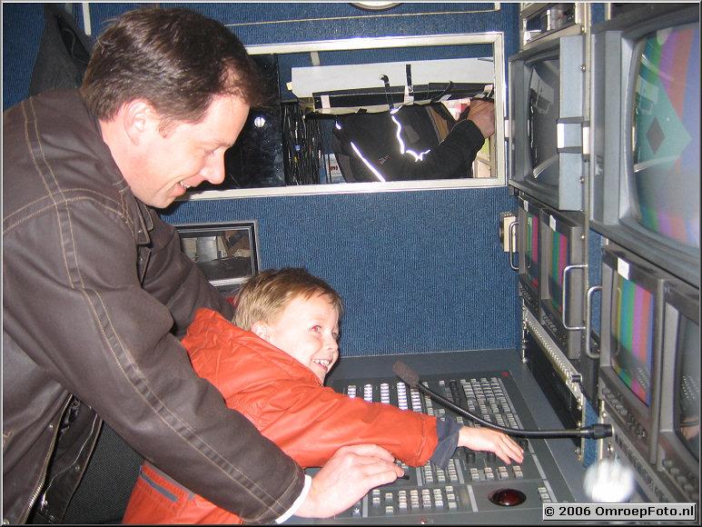 Doos 54 Foto 1076 Richard van Alphen en zoon in de DV-5