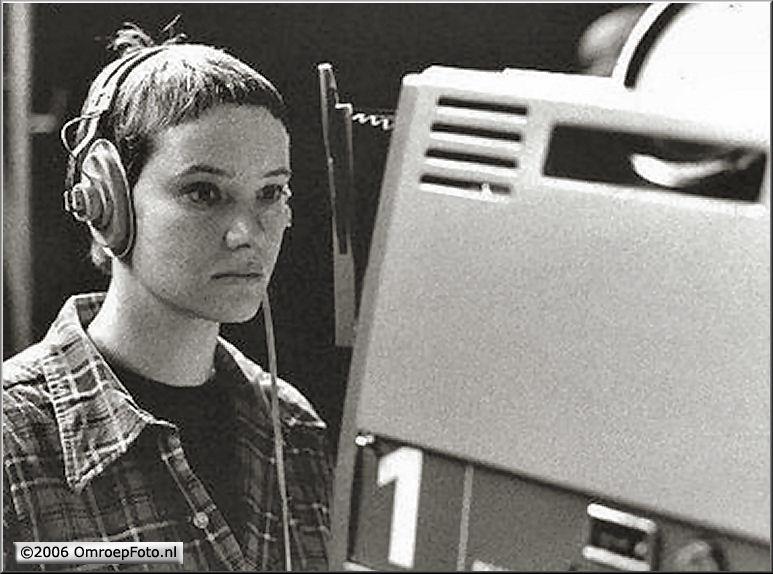 Doos 58 Foto 1156 Een zeer jonge en mooie Evelien! De eerste cameravrouw in ons bedrijf