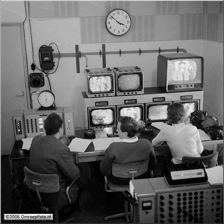 Doos 63 Foto 1247 Studio Irene Regie 2 1956