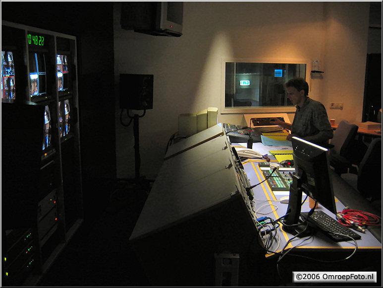 Doos 66 Foto 1302. Harm van Dijk in de CCK van Studio 2 voor 'Klokhuis'
