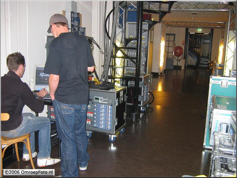 Doos 68 Foto 1343. Dimmers en PC in de gang van Studio Plantage