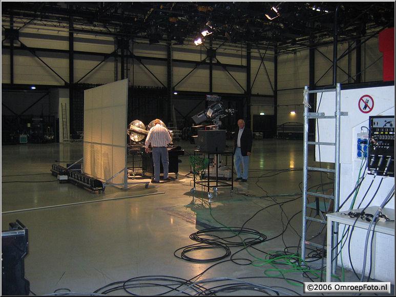 Doos 68 Foto 1354. 'LottoBalletjes'in een te grote studio