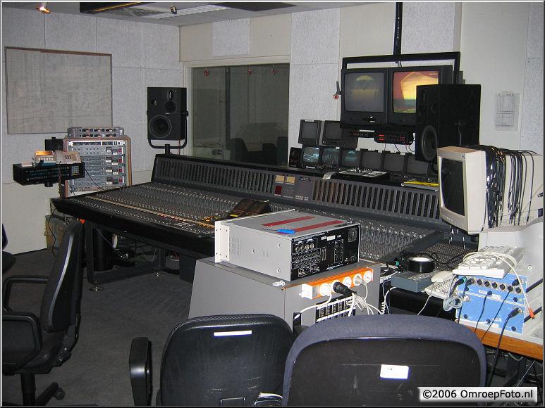 Doos 68 Foto 1356. Geluidstafel in Studio 24