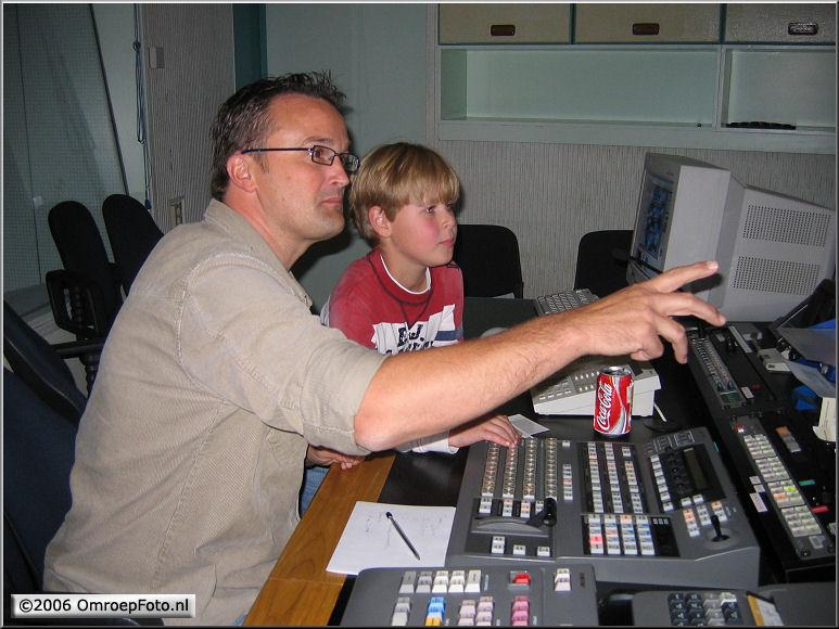 Doos 68 Foto 1359. 'Dagje TV maken'. Peter en zijn opvolger
