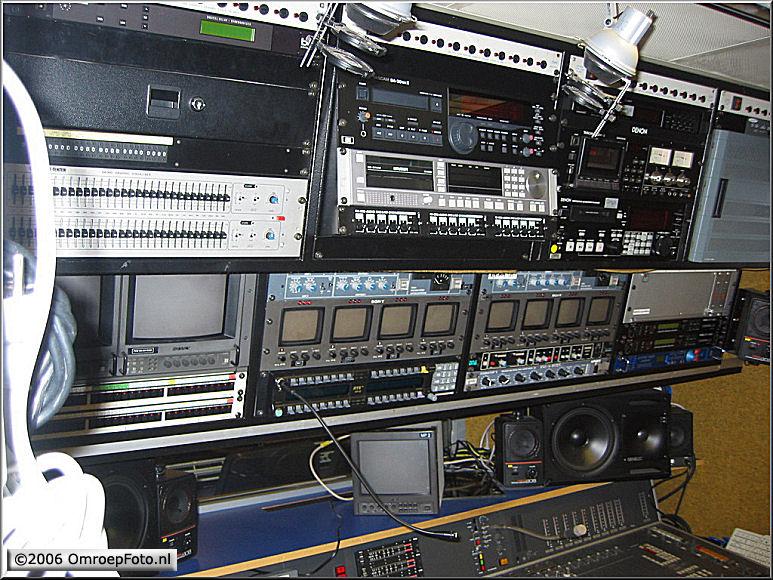 Doos 70 Foto 1385. DV 51 Monitoren voor geluidstechnicus