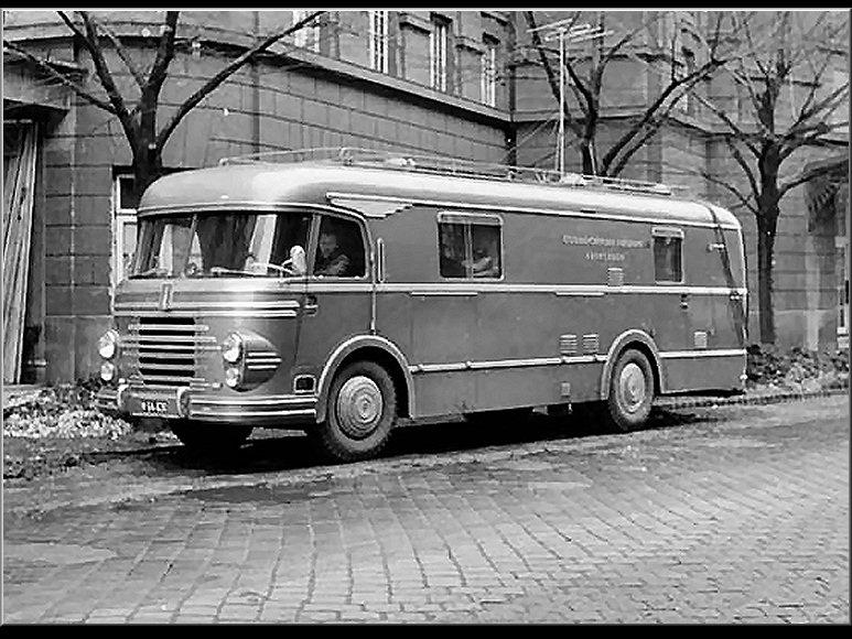 Doos 75 Foto 1484. ORF reportagewagen