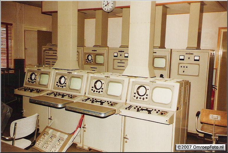 Doos 82 Foto 1626. Eltheto (Studio 3B) NOS 1983. De CCK met cameracontrolepanelen