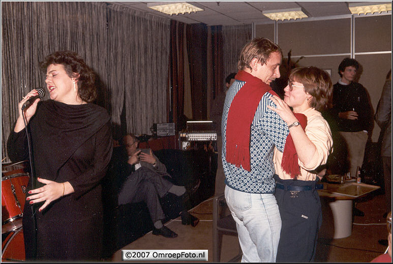 Doos 86 Foto 1704. Tim en Truus...en hoe heet die mooie zangeres ook al weer...?