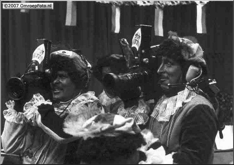 Doos 88 Foto 1752. Sinterklaas 1984 Terschelling...wat een mooie koppen!