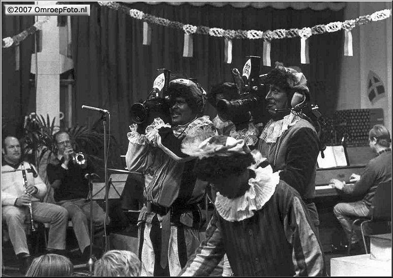 Doos 88 Foto 1753. Sinterklaas 1984 Terschelling