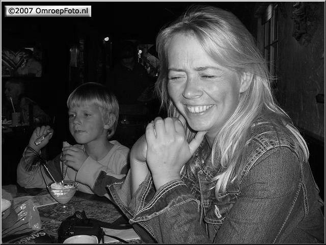 Doos 88 Foto 1756. Eva Mulder doet autocue