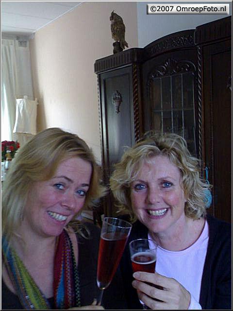 Doos 88 Foto 1759. De blonde sexy -ehm sectie- auto cue'sters: Eva en Jorma