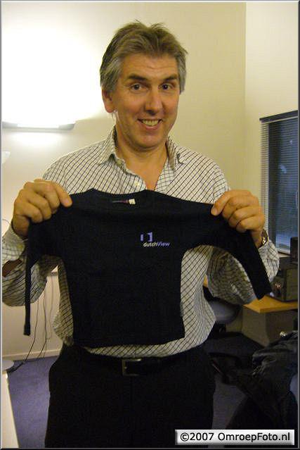 Doos 89 Foto 1764. September 2006 (?) : Felix Meurders is vader geworden. T-shirt werd hem aangeboden door DutchView