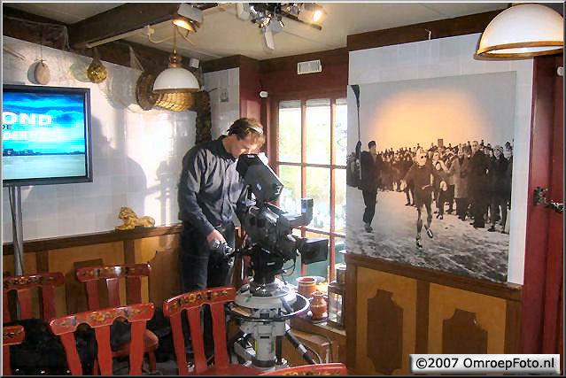 Doos 90 Foto 1782. Maarten-Paul in het Hindelooper schaatsmuseum, 18-02-07