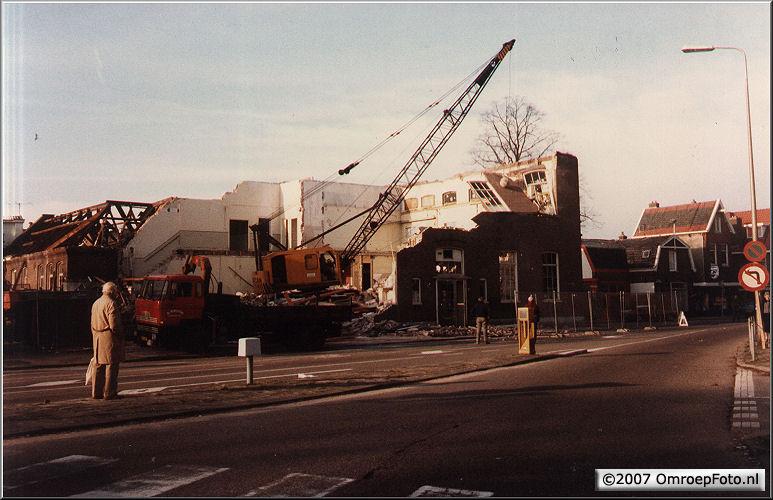 Doos 95 Foto 1893. Afbraak Studio Irene en de AmbachtsSchool 1983