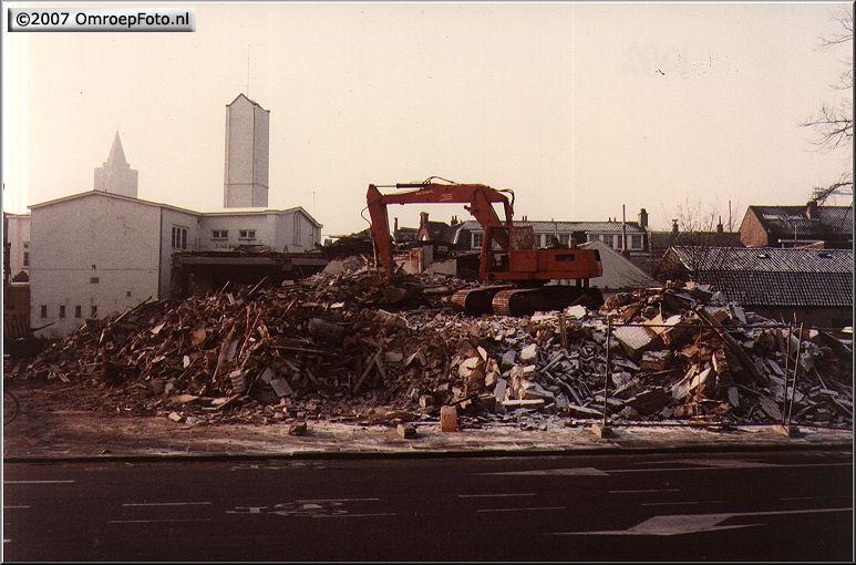 Doos 95 Foto 1895. Afbraak Studio Irene en de AmbachtsSchool 1983