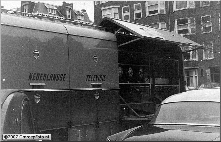 Doos 96 Foto 1902. NTS Materiaalwagen-5 1966 (Carré Amsterdam - Snip & Snap Revue)