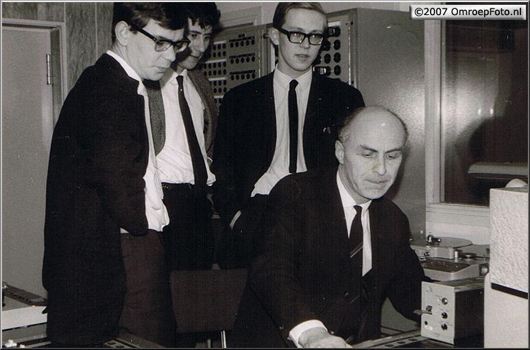 Doos 96 Foto 1904. Santbergen 1965 (Cursus Beeld en geluid 1965) ( v.l.r Leo Visser-Koos Schalk-Daan Sleven-Jan Mulder)