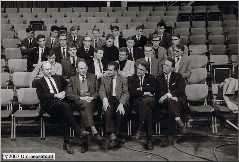 Doos 96 Foto 1905. Santbergen 1965 (Voorste rij v.l.r  Jan Mulder-Rotermund-Brugman-Strijkstra-Frans Berggren) Foto Jan de Vries