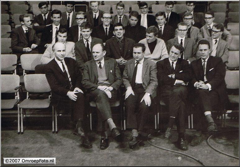 Doos 96 Foto 1906. Santbergen 1965(Voorste rij v.l.r  Jan Mulder-Rotermund-Brugman-Strijkstra-Frans Berggren)