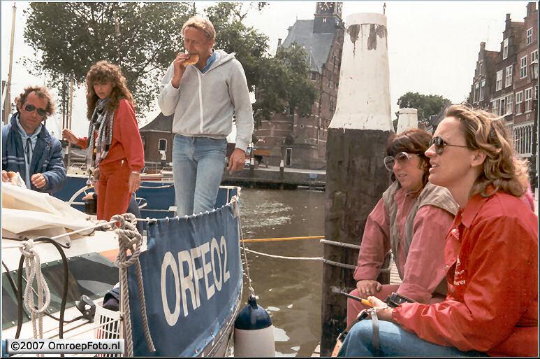 Doos 97 Foto 1923. 1986 Rond het IJselmeer met Marco Bakker. Productiedames bij de boot