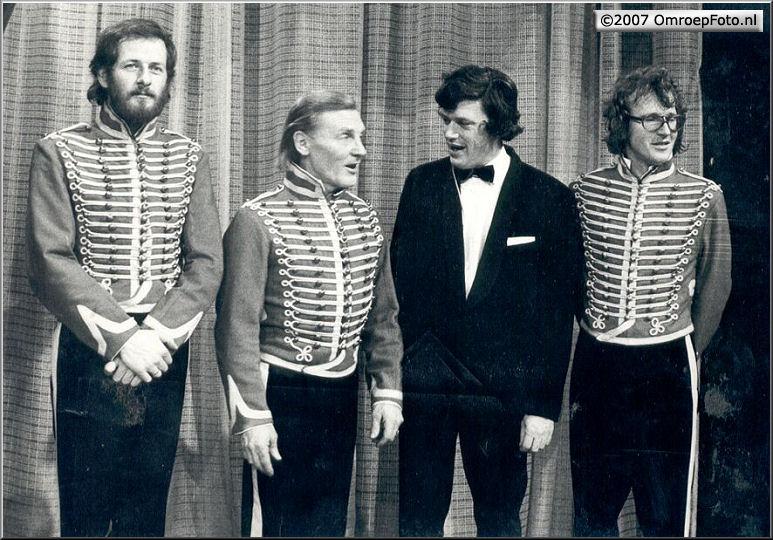 Doos 99 Foto 1971.  Jan Kramer Toneelmeester Onno Sluijter Opnameleider en Hans Stooker Toneelmeester ....Circus in theater Carre 1971