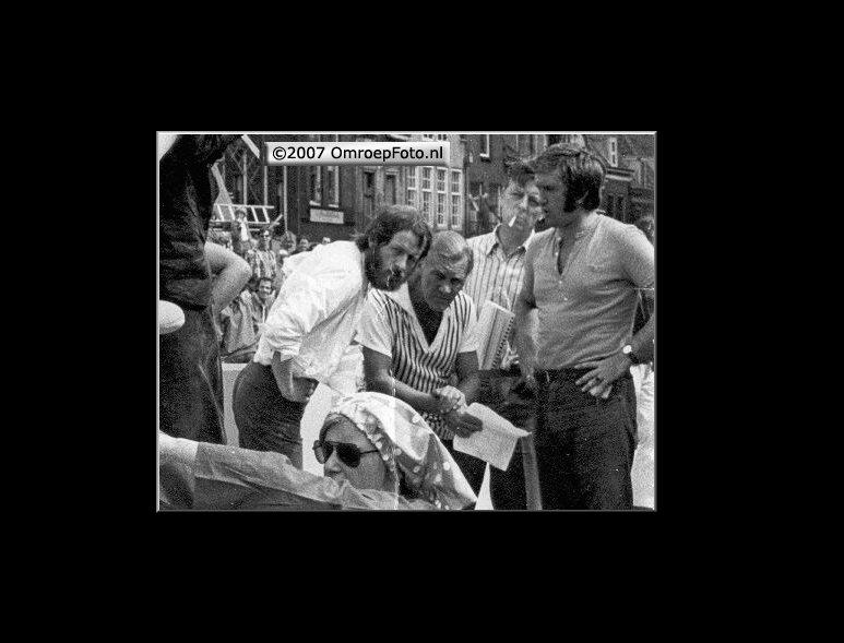 Doos 99 Foto 1972. Frans Kuijper, Jan Kramer, Wim Heerschop en Wim van de Laak toneelmeesters ...Zeskamp 1972