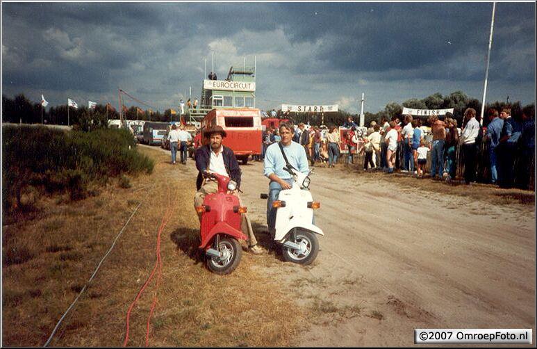 Doos 99 Foto 1976. Frans Kuijper, Bert Veltmeijer Toneel Achteruitrijden Circuit Valkenswaard 1983