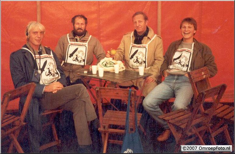 Doos 99 Foto 1977. Ton Emmelot, Frans Kuijper toneel en Hans ? Aktie Anti Kruisraketten Den Haag 1983